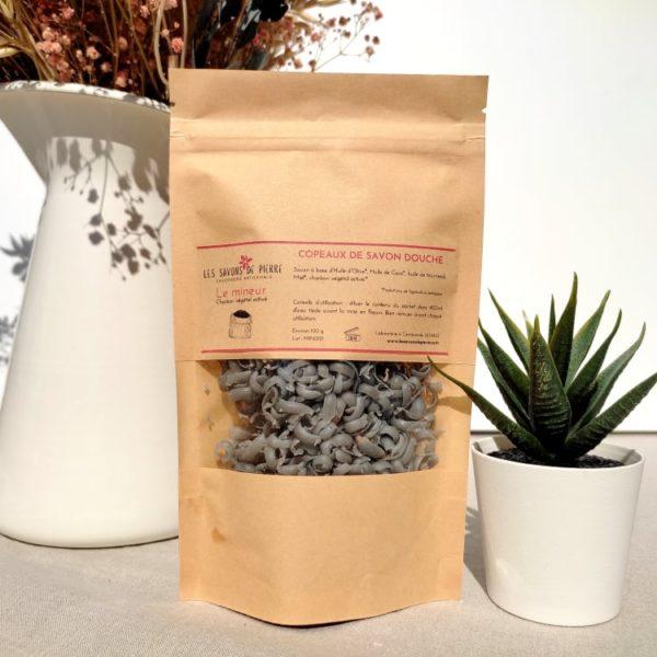 copeaux de savon au charbon végétal